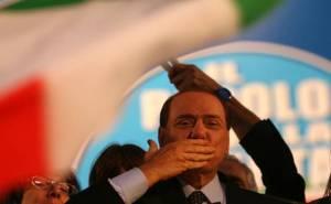 Berlusconi saluta